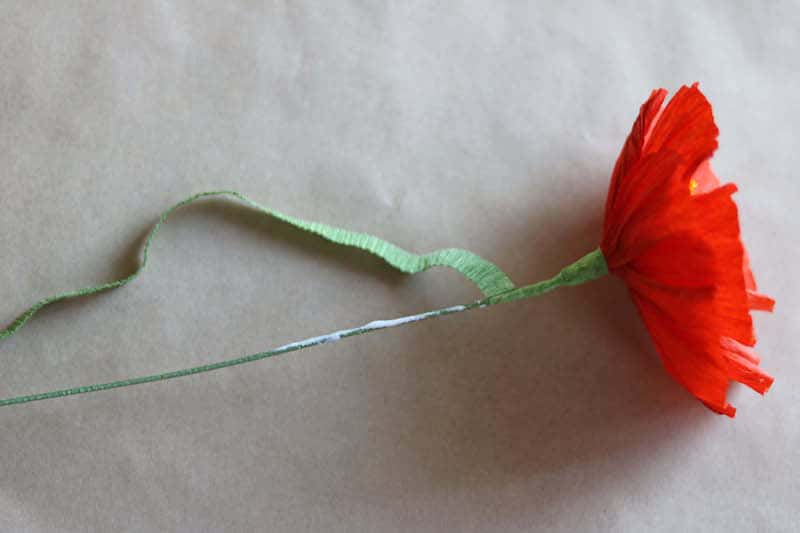 Paper poppy tutorial by Kate Alarcón for AnInspiring.com