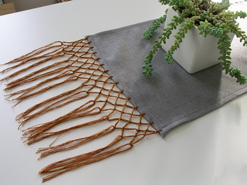 [2020] Sewing 101: Knotted Fringe Table Runner