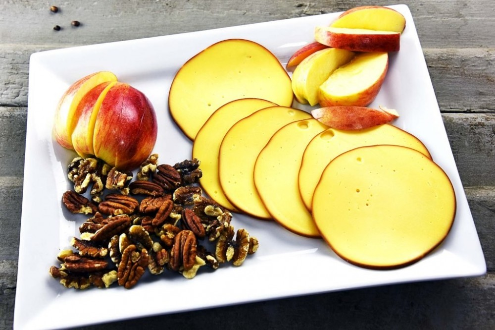 tasty healthy snacks | apple-and-gouda