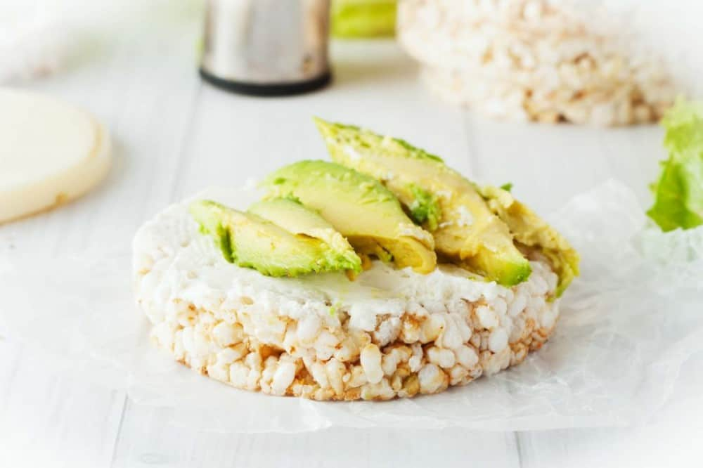 tasty healthy snacks | avocado rice cakes